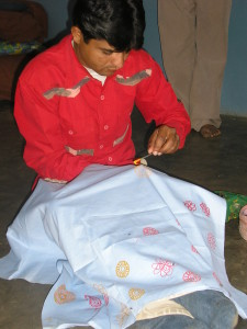 Rogan artisan in Nirona, Kutch demonstrating the craft
