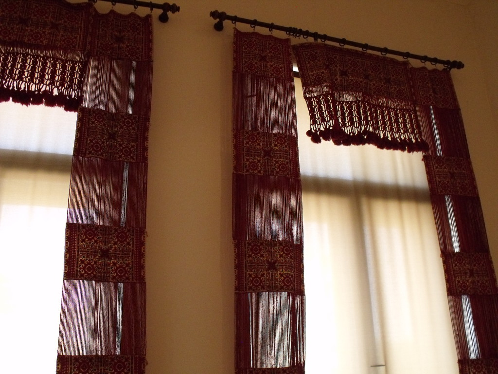 Curtains in the ethnographic display