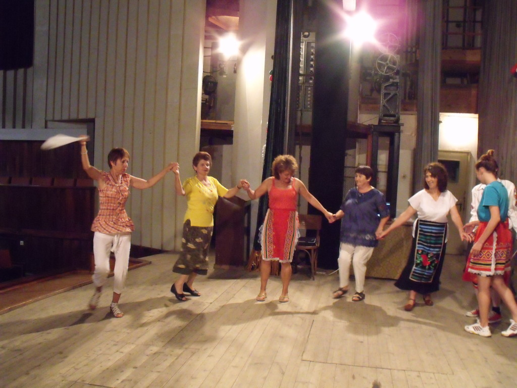 The local ladies and Velis demonstrating the traditional dancing