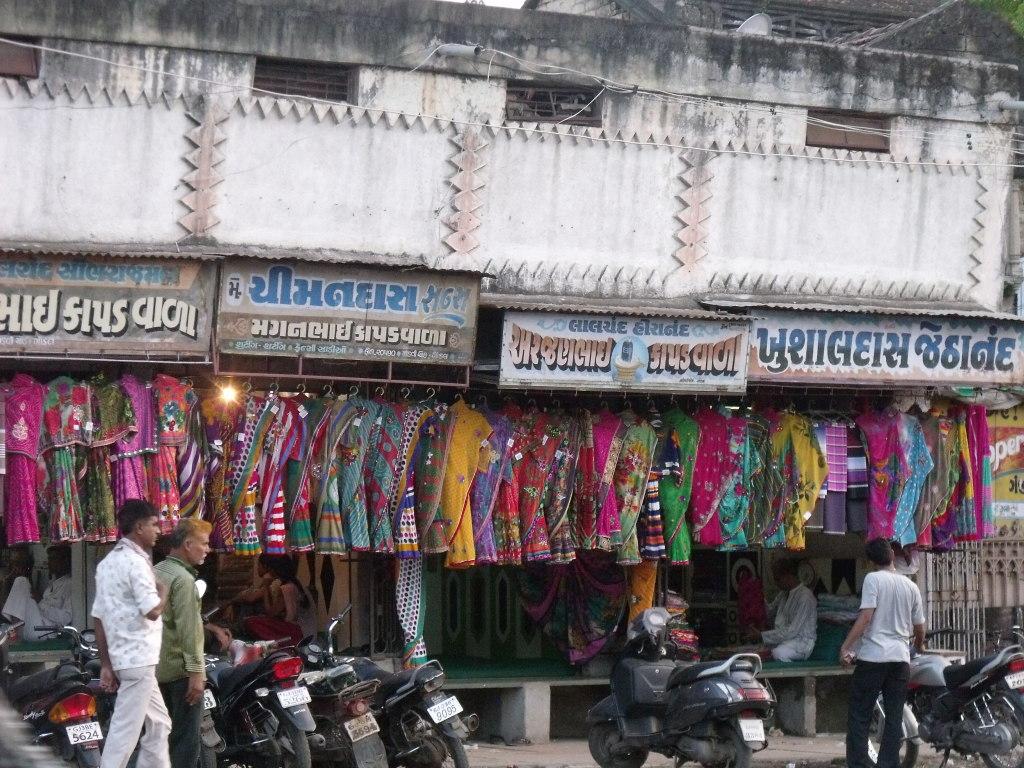 The busy Gondal bazaar