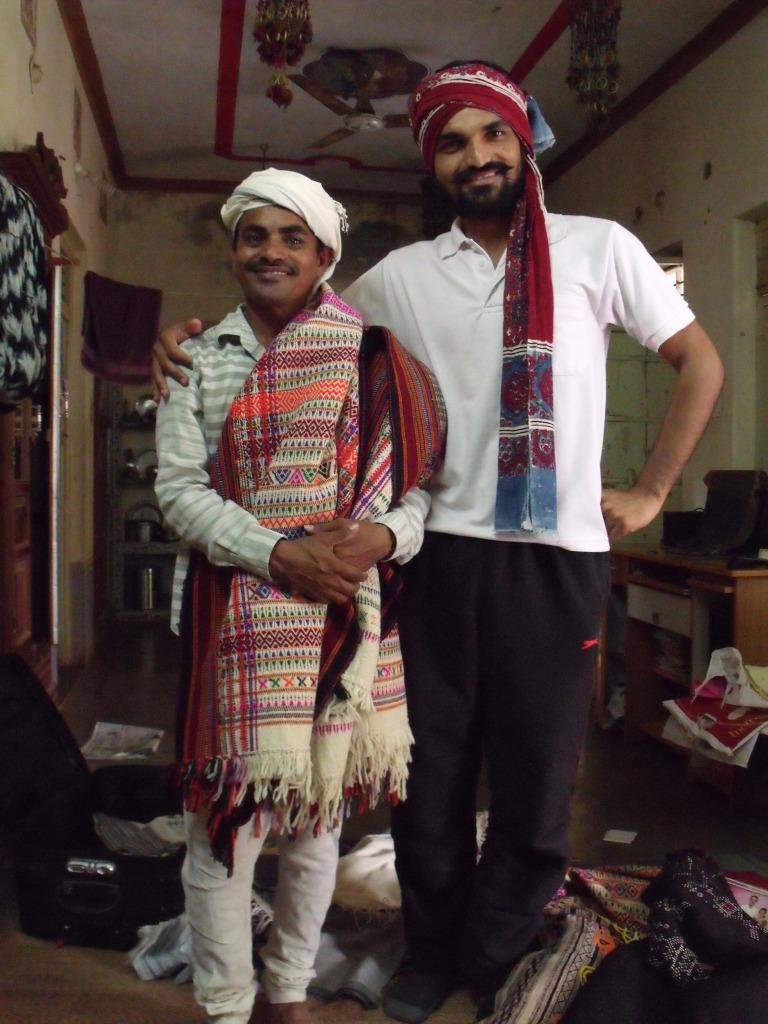 Kuldip with Ramji Maheshwari, a weaver in Sumrasar village, Kutch